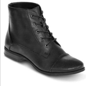 NEW St  johns bay juniper Black lace up boot